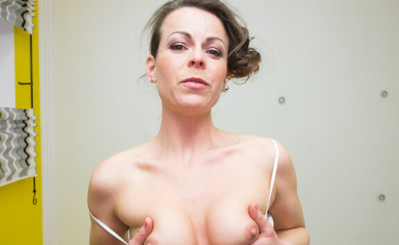 VR Porn Sexy MILF Sitting on Your Face