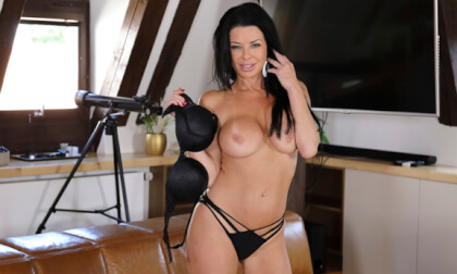 VR Porn In Love With Veronica Avluv