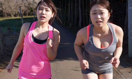 VR Porn Yuka Asami, Rika Mochida – Leg-Stretching, Tit-Shaking Sparring at the Gym Part 1