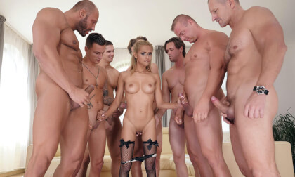 VR Porn Veronika Leal - One Girl, Eight Cocks (Voyeur)
