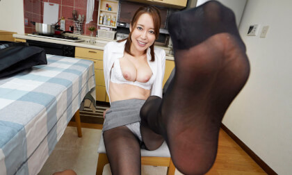 VR Porn Yuu Shinoda – My First Time with my Stepsister-in-Law in Sexy Black Pantyhose Part 1
