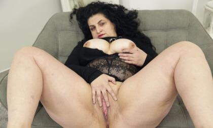 VR Porn Lady Matylda Big Tits