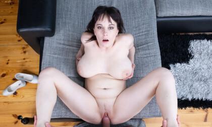 VR Porn Busty Babe
