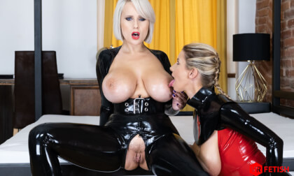 VR Porn Milked by her Mistress