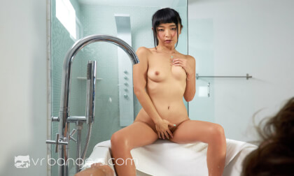 Asian Babe Squirts