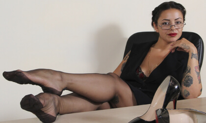 VR Porn Sexy Secretary Nebraska Flaunts Her Legs And Feet In Black Nylons
