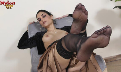 VR Porn Mouthwatering Chiara Smokes A Cigarette And Takes Off Her Stockings