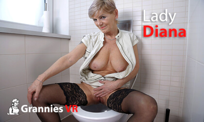 VR Porn Lady Diana Pissing on the Toilet