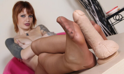 VR Porn Irresistible Miss Venere Strokes a Flesh-Colored Dildo with Her Hands and Feet