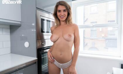 VR Porn Sunny Striptease