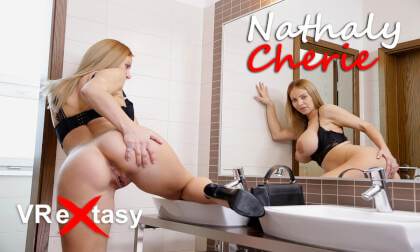 VR Porn Nathaly Cherie - Masturbation after Restaurant Dinner