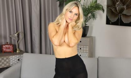 VR Porn Natasha Anastasia - Red Skirt