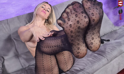VR Porn Marvelous Pamela Strong Seduces You With Her Luscious Feet