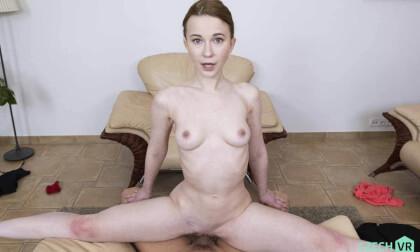 VR Porn Flexible Cutie