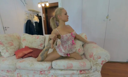 VR Porn Hot Muscule Flexy Blonde Milf Lulu Electra Does Gymnastics