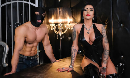 VR Porn Mistress Kennya - Muscle Cuckholding