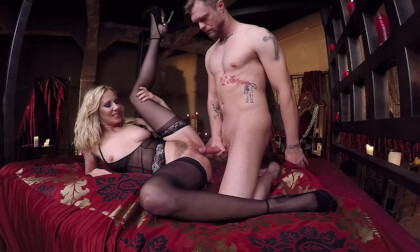 VR Porn Maîtresse Madeline's Femdom Cuckolding