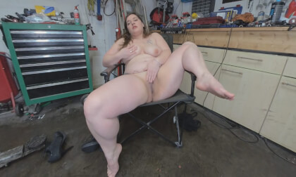 VR Porn Paula - Wet Cunt in Her Garage
