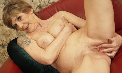 VR Porn Busty Granny Home Alone