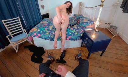 VR Porn Felicity De Fiend - Wank For Me