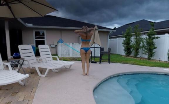 VR Porn Babe Natasha In The Pool