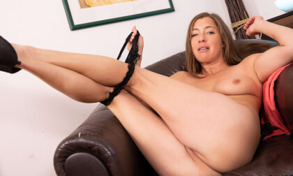 VR Porn Hot Milf In The Stockings With Wet Pussy