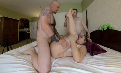 VR Porn Kendra Lynn's Threesome Creampies