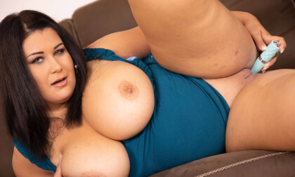 VR Porn Big Titted Laura On The Couch Having Good Time