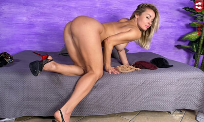 VR Porn Blonde Bombshell Pamela Strong Tries On Different Pairs Of Nylons