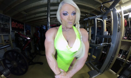 VR Porn Lisa Cross - In the Gym