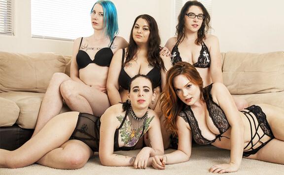 VR Porn VR Orgy! 5 Femmes Fucking