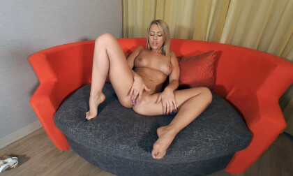 Blonde Cutie Zoe Monroe Puts On A Sizzling Hot Show
