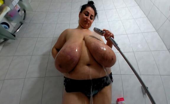 VR Porn Alice in: Titplay in the Shower
