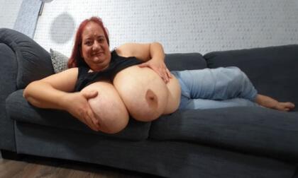 VR Porn Sunniva Lolling on the Sofa