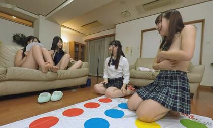 VR Porn Ren Ichinose, Ayane Haruna, Harura Mori, and Yuzuka Shirai – Living in a Share-house with Really Cute Girls Part 3